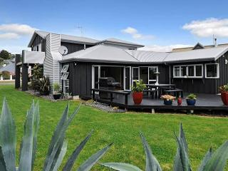 Zodiac Bay Lake Retreat, Rotorua, New Zealand - Rotorua vacation rentals