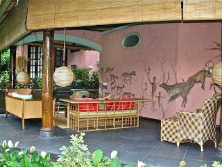 An Artist Retreat in Ubud, Bali: Rumah Tamu - Karang Bolong vacation rentals