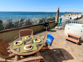 Oceanfront unit with 4br/4ba, brand new, beach patio with private spa, bbq - Oceanside vacation rentals