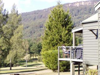 Beautiful Cottage with Deck and Dishwasher - Kangaroo Valley vacation rentals