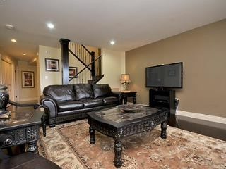 Luxurious Victoria Inner Harbour Executive 3 Bedroom Townhouse - Victoria vacation rentals