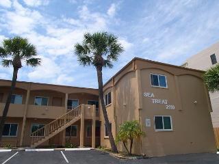 Sea Treat 11- 2 Bedroom Gulfside Condo -  Small Dog Friendly! - Largo vacation rentals