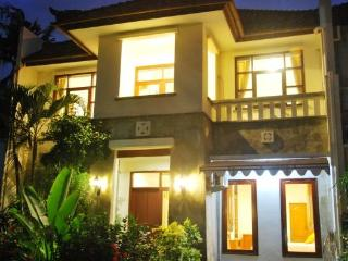KUTA - 4 or 5 Bed Villa (o)  Lovely Rumah CANTIK - Kuta vacation rentals