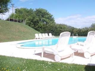 2 bedroom Chalet in rural France - Bressuire vacation rentals