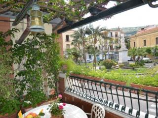 APPARTAMENTO ELISA A - SORRENTO CENTRE - Sorrento - Sorrento vacation rentals
