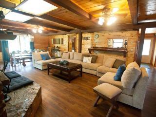Arbor Breeze Lodge-sleeps 24 (no futons!) - Sulphur vacation rentals
