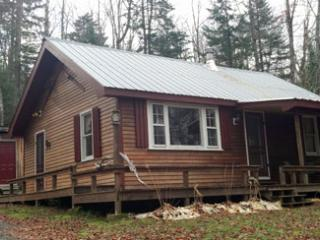 Cozy 2 bedroom Rangeley Cottage with Deck - Rangeley vacation rentals