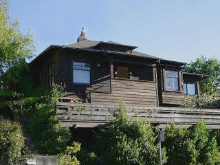 Lovely House with Deck and Internet Access - Berkeley vacation rentals
