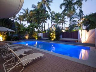 Bright 2 bedroom Port Douglas Apartment with Internet Access - Port Douglas vacation rentals