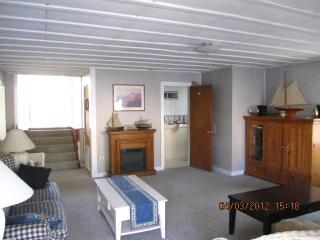 Cozy 3 bedroom Wells Cottage with Internet Access - Wells vacation rentals
