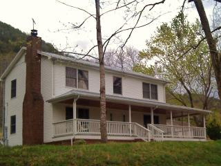 Spence Cove River Farmhouse, Right on the River! Discounts Available! - Sevierville vacation rentals