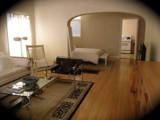 Hollywood-Mid-Wilshire-Beverly Apt near Grove, CBS - Los Angeles vacation rentals