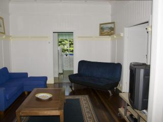 3 bedroom close to shops & 4 km to Brisbane city - Mount Glorious vacation rentals