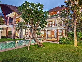 Mary's Beach Villa - 3 / 4 Bedroom Villa in Canggu - Tanah Lot vacation rentals