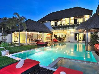 BEST LOCATION NEXT TO SEMINYAK SQUARE! SLEEPS 10! - Seminyak vacation rentals
