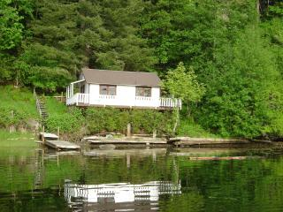 Waterfront cottage, sleeps 3, on Quadra Island, BC - Quadra Island vacation rentals