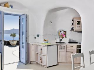 Gemela's Family Home - Earth - cave house - Oia vacation rentals