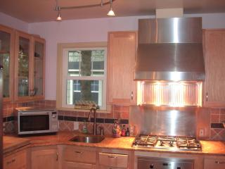 Cute Cottage Downtown Coeur'd Alene Walk to beach - Northern Idaho vacation rentals