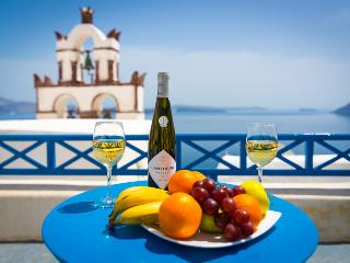 BLUE & WHITE Cave House, Santorini, Oia + hot tub! - Oia vacation rentals