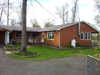 Beautiful cottage in the heart of Trent River - Marmora vacation rentals