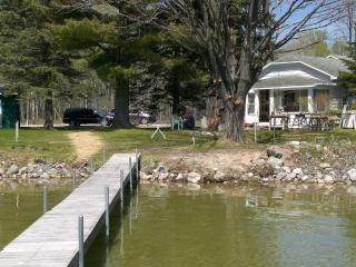 Nice House with Internet Access and Dishwasher - Cheboygan vacation rentals