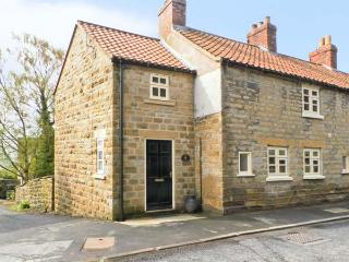 THE COTTAGE, woodburning stove, beams, with conservatory in Ampleforth, Ref 12537 - Ampleforth vacation rentals