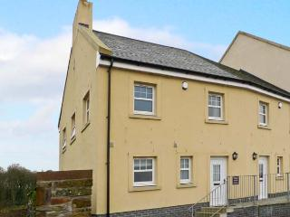 SOUTH CRESCENT COTTAGE, pet-friendly cottage with sea views, and two bedrooms, in Garlieston, Ref 13307 - Wigtown vacation rentals