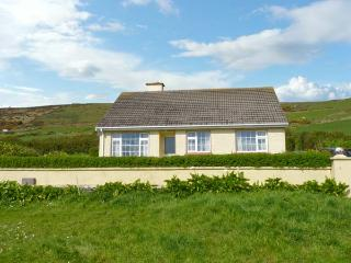 ST FINIANS BAY COTTAGE, a single storey, detached cottage, with open fire, and lawned gardens, in Ballinskelligs, Ref 15299 - Ballinskelligs vacation rentals