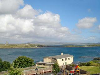 SEA WATCH HOUSE, semi-detached cottage, with sea and mountain views, sleeping nine people, in Roundstone, Ref 14695 - Connemara vacation rentals