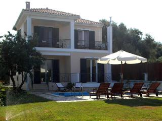 """Mediterraneo Home"" villa with pool by the sea - Nikiana vacation rentals"