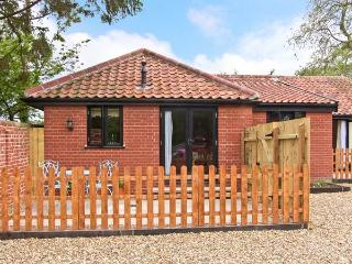 GOLDEN CROSS, dog friendly, single storey cottage, with two bedrooms, in Withersdale Street, Ref 15753 - Harleston vacation rentals