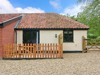 THE KILN, romantic retreat, with en-suite bedroom, and private patio area, in - Harleston vacation rentals