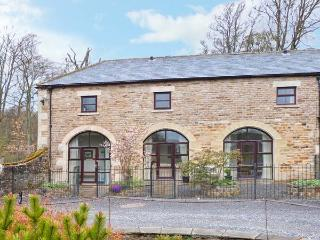 NO 1 COACH HOUSE, family cottage with a shared garden and lovely garden views, near Middleton-in-Teesdale, Ref 14154 - Middleton in Teesdale vacation rentals