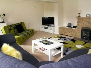 BLUTILUCA, single-storey, pet friendly holiday cottage with a garden, in Ludham, Ref 14803 - Ludham vacation rentals