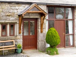 POPPY COTTAGE, open fire, countryside views, character features in Horton-in-Ribblesdale, Ref: 5457 - North Yorkshire vacation rentals