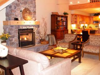 Pet Friendly Penthouse- Spring Hiking! Pools Open! - Mount Hood vacation rentals