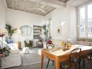 A bright and charming apartment in the heart of the historic district - Rome vacation rentals