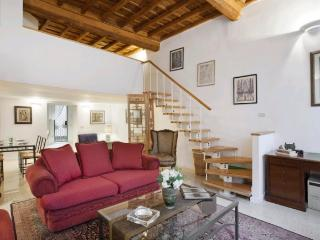 A charming apartment in the historic district just a stone's throw from Campo dei Fiori. - Rome vacation rentals