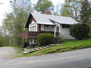 Goodwin's Sunset Chalet - 5 BR, 2 BA, Sleeps up to 9 - Franconia vacation rentals