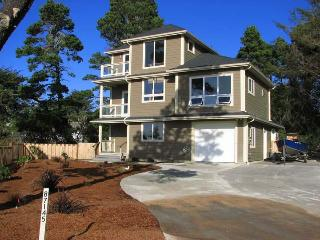 Lovely 3 bedroom Bandon House with Deck - Bandon vacation rentals
