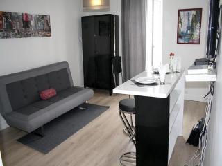 parisbeapartofit - Marais Rue Charlot (969) - Paris vacation rentals