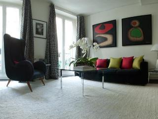 Designers 1 Bdr Apartment With A Balcony & A View - Paris vacation rentals