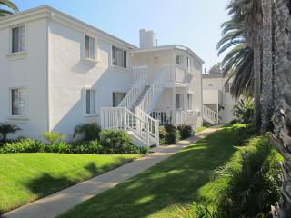 Charming Apartment with the beach at your doorstep - Pacific Beach vacation rentals