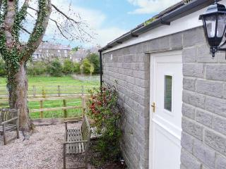 LAIR CLOSE COTTAGE romantic, studio accommodation in village of Shaw Mills near Harrogate Ref 14081 - Leeds vacation rentals