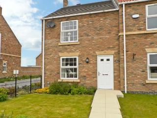 5 FARM ROW family friendly cottage, near to coast in Beeford Ref 7963 - East Riding of Yorkshire vacation rentals