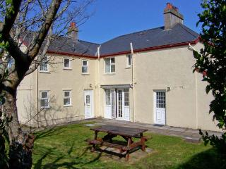 GWELFOR, overlooking golf course, close to beach, large gardens, two sitting - Morfa Bychan vacation rentals