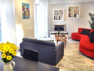 COSMOPOLITAN apt.7 sleeps, in city centre - Madrid vacation rentals