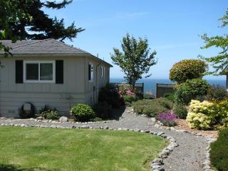 Beautiful House with Deck and Internet Access - Brookings vacation rentals