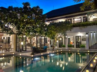 LUXURY 4 BEDROOM VILLA IN PRIME SEMINYAK LOCATION - Seminyak vacation rentals