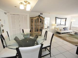 Deluxe Signature Suite - 2 bed/2 bath - Suite 1007 - Miami Beach vacation rentals
